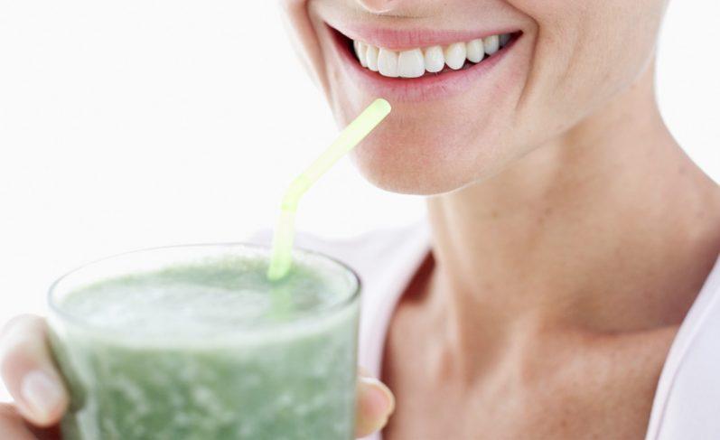 Conheça os principais benefícios do suco detox (e + 3 SUPER receitas)