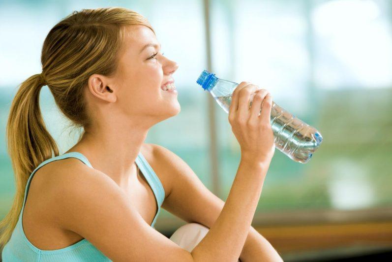 Saiba como evitar a retenção de líquidos no corpo