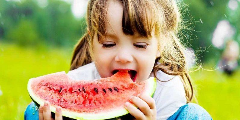 Como cuidar da alimentação das crianças nas férias