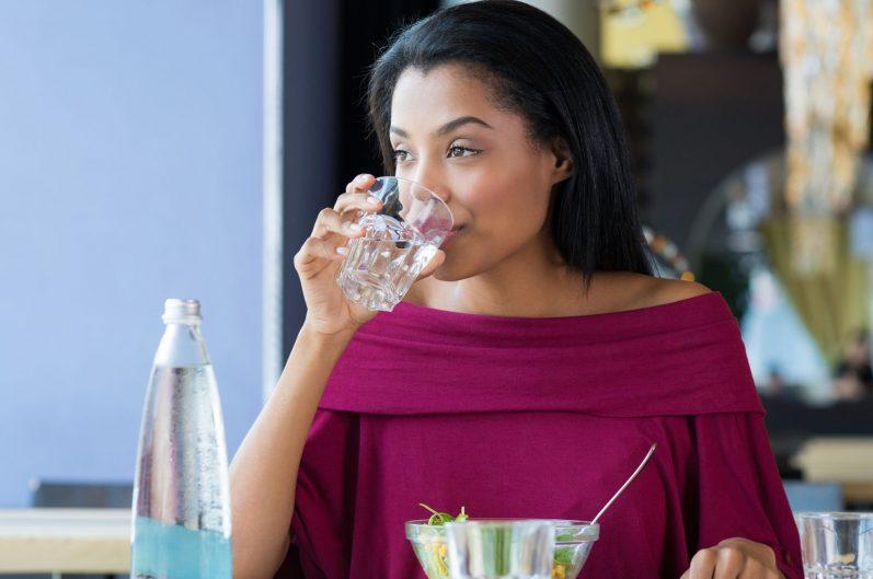 A sua hidratação diária pode ir além dos 2 litros de água
