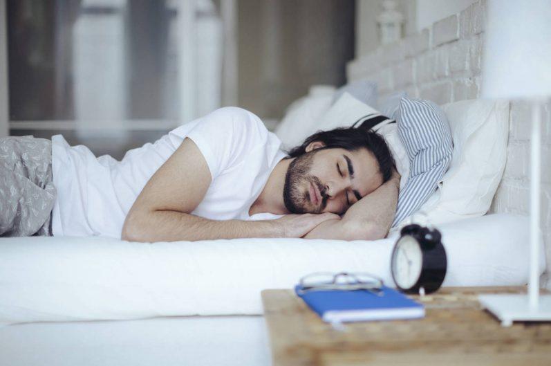 Conheça os alimentos que ajudam você a ter uma noite de sono mais tranquila