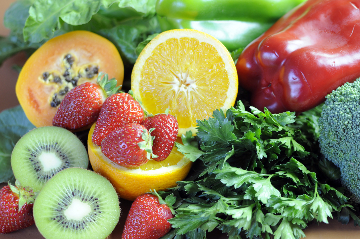 Sources of Vitamin C - oranges, strawberries, red and green capsicum peppers, dark leafy green, parsley, broccoli, paw paw and kiwi fruit - for healthy diet and slimming program.
