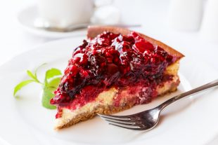 Delicioso cheesecake de frutas vegano