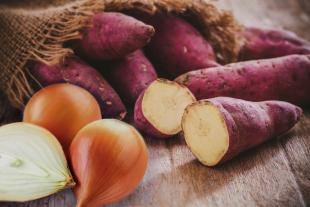 Aprenda a fazer purê de batata-doce com cebola caramelizada