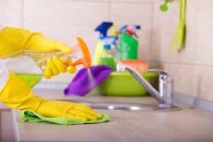 Aprenda como usar desinfetante na limpeza da casa